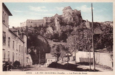 In 1908, Emile-Joseph Pernot, then 30 years old, joined the Cousin Jeune distillery, located at Le Frambourg in La Cluse et Mijoux, as a foreman and soon after became technical director.